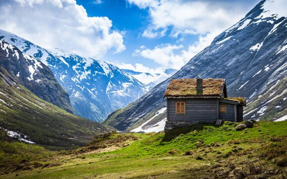 World___Norway_Lonely_house_in_the_mountains_in_Norway_065498_